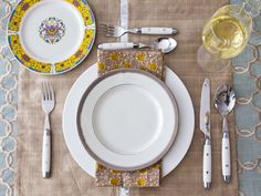 Ever wondered where to put the dessert fork or if the knife goes to the right or left of the dinner plate? Well, wonder no more -- get our place setting 101: http://www.hgtv.com/entertaining/our-favorite-thanksgiving-table-setting-ideas/pictures/page-2.html?soc=pinfave