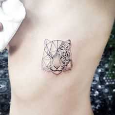Discover recipes, home ideas, style inspiration and other ideas to try. Mini Tattoos, Little Tattoos, Small Tattoos, Jaguar Tattoo, Tiger Tattoo Klein, Tiger Tattoo Small, Tiger Tattoodesign, Geometric Tiger, London Tattoo
