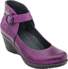 Loving the purple hue of these new Dansko wedges. The comfort of Dansko with all new style!