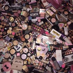 44 Ideas makeup collection organization make up Makeup Kit, Makeup Brushes, Beauty Makeup, Mac Makeup, Makeup Storage, Makeup Organization, Makeup Wallpapers, Too Faced, Makeup Rooms
