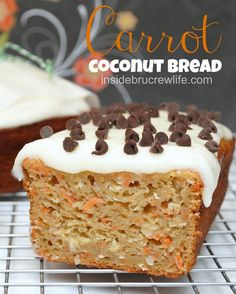 Carrot Coconut Bread - this delicious sweet bread is loaded with carrots and coconut. It tastes like carrot cake with a tropical twist. Mini Desserts, No Bake Desserts, Just Desserts, Delicious Desserts, Dessert Recipes, Yummy Food, Oreo Dessert, Dessert Bread, Gateaux Cake