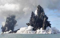 Volcanes submarinos. Cuando pensamos en Volcanes , pensamos en algunos que son tan altos como las montañas o mas...
