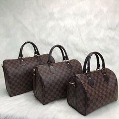 Louis Vuitton Bandoulier Speedy Bag – World Leather Design Louis Vuitton Handbags Black, Louis Vuitton Luggage, Louis Vuitton Crossbody, Vuitton Bag, Sac Louis Vuitton Neverfull, Louis Vuitton Speedy 35, Saddle Handbags, Leather Design, Autos
