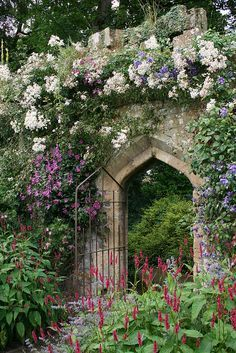 Sudeley Castle Gardens Cotswolds Near Winchcombe Gloucestershire England Uk In 2020 Castle Garden Cottage Garden Design Garden Doors