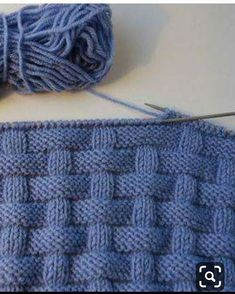 Oldukca basit bir model bırakıyorum, çok güzel battaniye yelek olur kaydetmeyi unutmayın bence Poncho Knitting Patterns, Knitting Stitches, Crochet Patterns, Knit Headband Pattern, Knitted Baby Blankets, How To Purl Knit, Google Translate, Baby Slippers, Olay