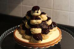 """SIFOLOTO Questa è dedicata a """"lui"""" ... in onore dei bei tempi che furono!  Frolla sablè, crema al burro, profitteroles alla crema #homemadefood #takeaway #mychefhome #cucinacasalinga #asporto #foodsharing #desserts #dolci #party #milano"""