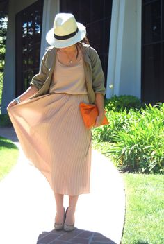 March WWSF: Anoraks- Safari Luxe I love this neutral outfit with the pop of orange in the bag. Feels very wearable and relevant for spring Vintage Safari, Safari Wedding, Neutral Outfit, Anorak Jacket, Southwestern Style, Cowgirl Boots, Everyday Fashion, Beautiful Outfits, Spring Outfits