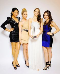 Shay Mitchell, Ashley Benson, Troian Bellisario et Lucy Hale