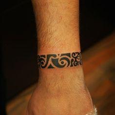 40 Maori Tattoo Vorlagen und Designs 60 Maori Tattoo Templates and Designs Tribal Armband Tattoo, Armband Tattoos For Men, Cool Tribal Tattoos, Wrist Tattoos For Guys, Trendy Tattoos, Tattoos For Women, Tattooed Women, Sexy Tattoos, Maori Tattoos
