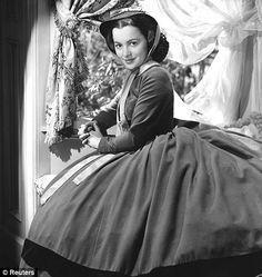 Olivia de Havilland as Melanie Hamilton Wilkes in Gone With The Wind Olivia De Havilland, Go To Movies, Old Movies, Great Movies, Indie Movies, Action Movies, Errol Flynn, Kirk Douglas, Bette Davis