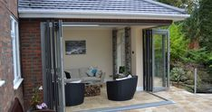 View our customer case studies for floating corner posts with bi-fold doors in the New Forest. Garden Room Extensions, House Extensions, House Extension Design, Extension Ideas, Corner Bifold Doors, Contemporary Garden Rooms, Conservatory Extension, Outdoor Bbq Kitchen, Kitchen Diner Extension