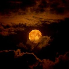 Chocolate Moon ~ Moon and Clouds - Cris Figueired♥ Moon Moon, Blue Moon, Dark Moon, Orange Moon, Moon River, Shoot The Moon, Moon Magic, To Infinity And Beyond, Nocturne