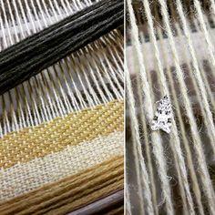 Mon nouveau compagnon de tissage 😍 ☆weaving☆ . . . . . . . #design #weaving #weave #loom #yarn #thread #création #grey #designtextile #tissage #fils #metiersdart #colors #yellow #green #papillon #butterfly #weaversofinstagram