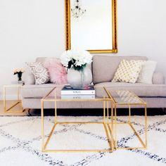 Kolmen pöydän setti, jotta voi käyttää yhdessä tai erikseen  Materiaali: Lehtikullattu runko, lasi-tai peilikansi  Mitat: Suuripöytä 60 x 60cm ja korkeus 45cm Pienet pöydät: 27 x 54cm ja korkeus 40cm