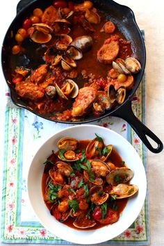 Carne de Porco a Alentejana. Carne de porco a Alentejana is a traditional Portuguese dish of marinated pork and steamed clams. Portuguese Recipes, Italian Recipes, Portuguese Food, Pork Recipes, Seafood Recipes, Frozen Lobster, Steamed Clams, Carribean Food, Cast Iron Recipes