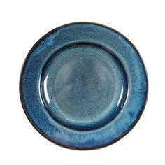 Med sin djupa koboltblå färg blir Giulia tallrik från svenska By On en härlig färgklick på det dukade bordet. Tallriken finns i olika storlekar som med fördel kan kombineras med varandra när du serverar mer än en maträtt. Inspirationen till Giulia-serien kommer från Medelhavets varma temperaturer, färska maträtter och de blåa vågorna som slår mot strand och klippor. Låt dig inspireras och skapa en härlig dukning för dina gäster.
