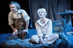 Victor Frankenstein och William. Scenograf Mona Knutsdotter. Kostymdesigner Ina Andersson. Ljusdesigner Maria Ros Palmklint. Fotograf Anders Alm. #Frankenstein