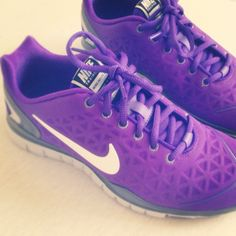 Nike 'Free 4.0 V2' Running Shoe. I have these, they are amazing. I've always had pain in the arch of my foot while I was working out. Wearing these helped eliminate that pain, allowing me to jog/work out longer!  @ http://www.best-runningshoes-forwomen.com/ #shoes #womensshoes #runningshoes