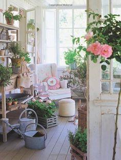 Sew Sunny Homestyle: Tone Finnanger: 9780715333402: Amazon.com: Books