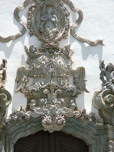 Relevo no pórtico da Igreja de São Francisco em São João del-Rei-Aleijadinho