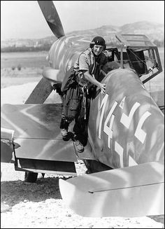 Bf 109G pilot after a combat mission - probably taken in Italy, late 1943.