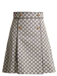 Gucci Logo-print cotton-blend skirt Source by tltznw Essentiels Mode, Cute Skirts, Skirt Suit, Mode Style, Work Fashion, Fashion Fashion, Classy Outfits, Skirt Outfits, Printed Cotton