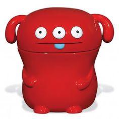 #gifts #giftideas #geschenke #geschenkideen #rot #red #cookiejar #kekse #keksdose #uglydoll Sie ist rot, hat drei Augen, kleine Hängeohren, eine blaue Zunge, keinen Hals und ziemlich kurze Arme … alles in allem also ein ganz schön hässliches Etwas, die Keksdose Uglydoll Peaco! Uglydoll ceramic Cookie Jar!