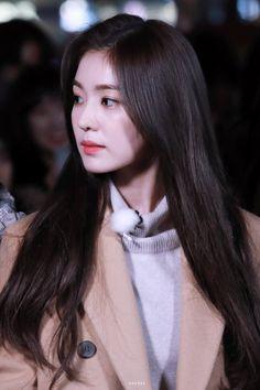 Seulgi, Kpop Girl Groups, Kpop Girls, Korean Girl, Asian Girl, Rapper, Red Velvet Irene, Velvet Fashion, Beautiful Gorgeous