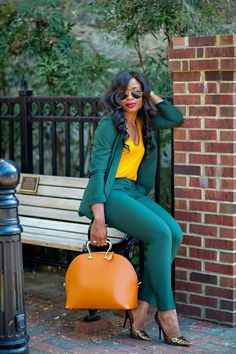 Selecting a perfectly Casual Work Outfits For Black Women to wear and how to look like one of those catalogue models is something we all look forward to. Casual Work Outfits, Mode Outfits, Work Attire, Work Casual, Fashion Outfits, Casual Office, Office Chic, Fashion Clothes, Fashion Tips