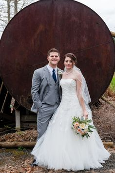 March barn wedding close to Salem Oregon