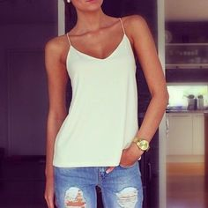 White top distressed jeans