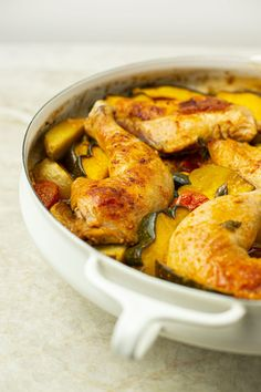 Casserole de poulet et légumes à la portugaise My Recipes, Favorite Recipes, Portuguese Recipes, Portuguese Food, Ratatouille, Bon Appetit, Chicken Wings, Food Porn, Homemade