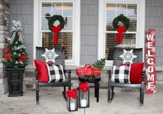 100 Christmas Front Porch Decorating Ideas to Make your home look like Christma. 100 Christmas Front Porch Decorating Ideas to Make your home look like Christmas Movies - Ethinify Best Outdoor Christmas Decorations, Farmhouse Christmas Decor, Rustic Christmas, Simple Christmas, Christmas Porch Ideas, Outdoor Decorations, Beautiful Christmas, Christmas Front Doors, Xmas Ideas