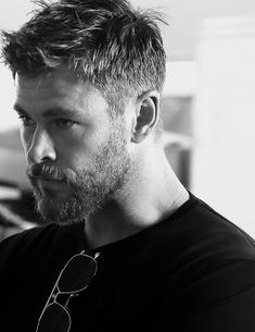 Chris Hemsworth – He the man of my 😍 - Frisuren Manner Mens Hairstyles With Beard, Hair And Beard Styles, Haircuts For Men, Short Hair Styles, Teen Boy Hairstyles, Long Haircuts, Beard Styles For Men, Short Haircut, Chris Hemsworth Hair