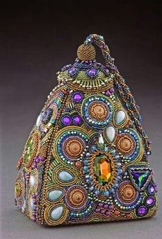 Sherry Serafini beadwork, photo by Larry Sanders**Sherry Serafini beadwork - clearly an over achieverSherry Serafini one of the most talented bead artists ever!Sherry Serafini, Bead Embroidery, and Rock and RollHandbag Art - Genies New Hangout by She Beaded Purses, Beaded Bags, Beaded Jewelry, Jewellery, Vintage Purses, Vintage Handbags, Art Perle, Schmuck Design, Beautiful Bags