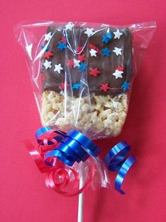 These of july rice krispie treats would be a great to have at my sons Graduation / US Navy Going Away party. 4th Of July Celebration, 4th Of July Party, Fourth Of July, Krispie Treats, Rice Krispies, Holiday Treats, Holiday Fun, Holiday Recipes, Fiesta Baby Shower