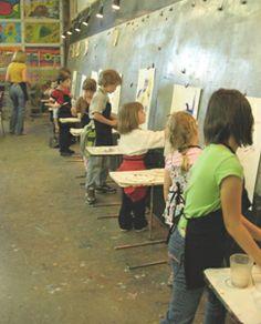 Open Artist Studio for Children and Families in Beaverton Oregon Artists For Kids, Art For Kids, Painting For Kids, Children Painting, Painting Art, Teaching Child To Read, Kids Photography Boys, Kindergarten Art Projects, Train Art