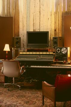 Jeremy Larson studio...please can I have one like that?