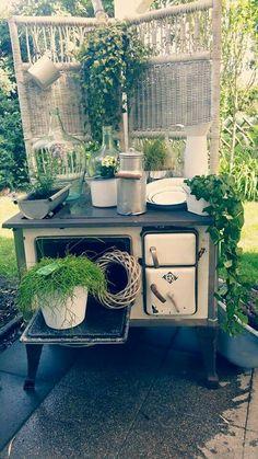 Shabby Küchenhexe im Garten