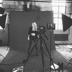 Jelle Van Dael videoshoot Darth Vader, Van, Fictional Characters, Singers, Musica, Fantasy Characters, Vans, Vans Outfit