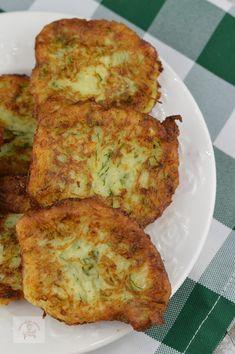 Chiftele din dovlecei, cu branza - CAIETUL CU RETETE Tzatziki, Quiche, Cookie Recipes, Zucchini, Food And Drink, Vegetarian, Snacks, Dinner, Breakfast