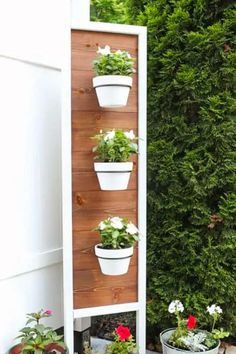 If you're looking for a simple way to organize and display all of your plants, then you need to check out these awesome indoor / outdoor DIY plant stand ideas for inspiration! #plantstand #gardenideas #indoorplants #diy Wooden Plant Stands, Diy Plant Stand, Best Indoor Hanging Plants, Hanging Flower Pots, Large Plants, Plant Holders, Plant Decor, Plant Hanger, Indoor Outdoor