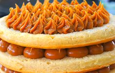 Bolo de Churros: Aprenda como fazer esta delícia! Bolo Neked Cake, Churro Cake, Yummy Cakes, Hot Dogs, Ethnic Recipes, Naked, Food, Churro Recipe, Sponge Cake