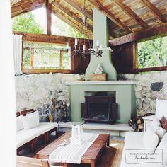 Treehouse_fireplace_pool.jpg 1,000×1,000 pixels
