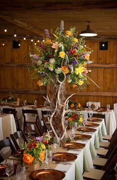 Love the arrangement with the antlers, love the heighth but with fall colors!