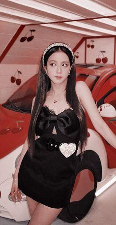 Wallpaper Please, Blackpink Photos, Park Chaeyoung, Blackpink Jisoo, Selena Gomez, Girl Group, Rapper, Mini Skirts, Wonder Woman