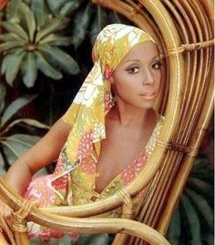 Diahann Carroll (July in New York, New York) is an American television and stage actress and singer. Diahann Carroll has had a long, successful career that has expanded throughout 5 decades. Vintage Black Glamour, Vintage Beauty, Timeless Beauty, Classic Beauty, Black Beauty, Classic Style, Diane Carroll, Jacqueline De Ribes, Afro