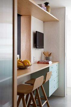 A reforma desse apartamento de 120 m², feita pelo escritório PKB Arquitetura, teve várias adaptações importantes em sua infraestrutura para atender às demandas dos novos proprietários, um casal jovem, que herdou o imóvel da família. Eles fizeram alguns pedidos especiais aos profissionais, por exemplo, que um