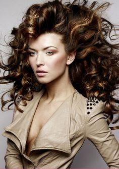 awesome Disco Hairstyles Women Ideas - Stylendesigns.com! Check more at http://www.stylendesigns.com/disco-hairstyles-women-ideas/