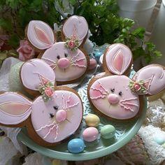 """639 Likes, 7 Comments - Teri Pringle Wood (@teri_pringle_wood) on Instagram: """"#gingerbreadart #keepsake #gifts #decoratedcookies #royalicingcookies #cookielove #gingerbread…"""""""